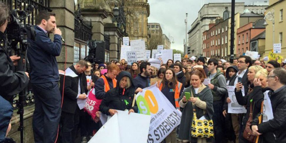 Protest over cuts to mental he...