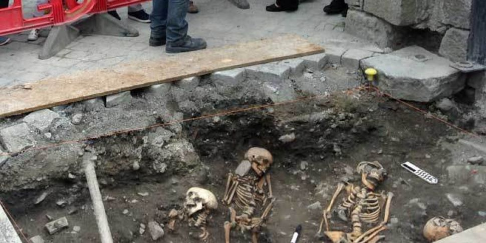Several female medieval skelet...