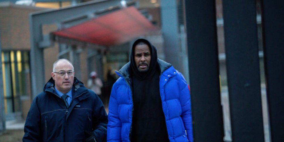 R Kelly freed on bail after pl...