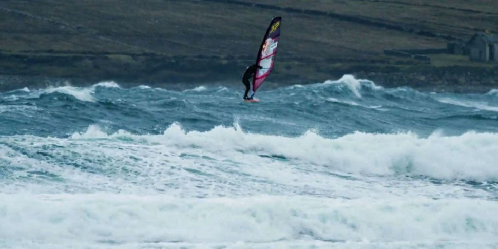 Windsurfers battle wind and wa...