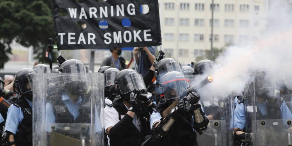 Police fire tear gas and rubbe...