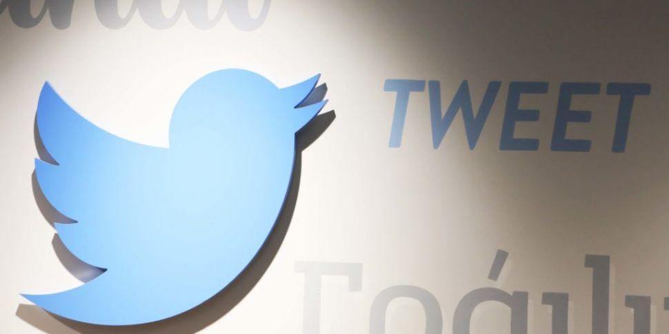 Twitter returns after hour-lon...