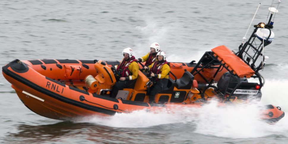 Five people rescued from the w...