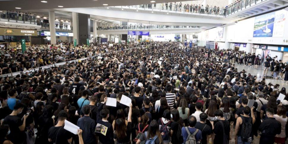 Hong Kong Airport cancels all...