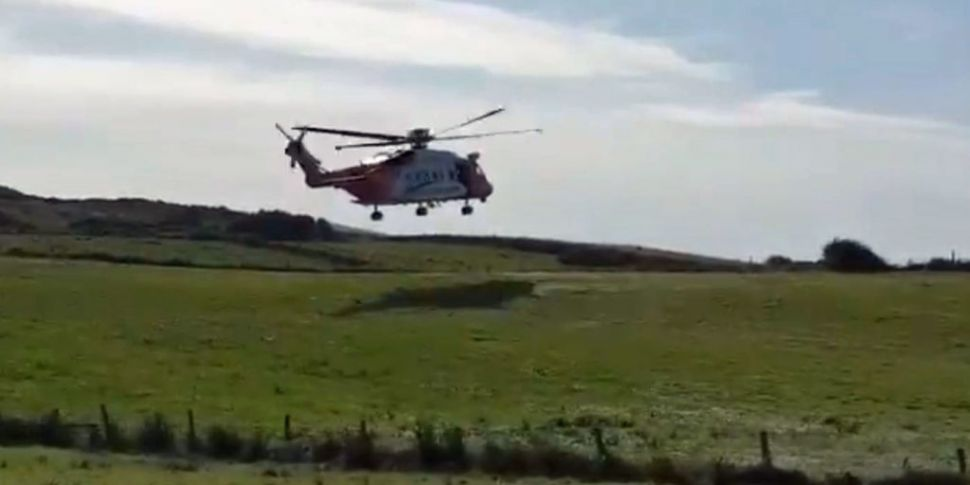 Fifteen people rescued after b...