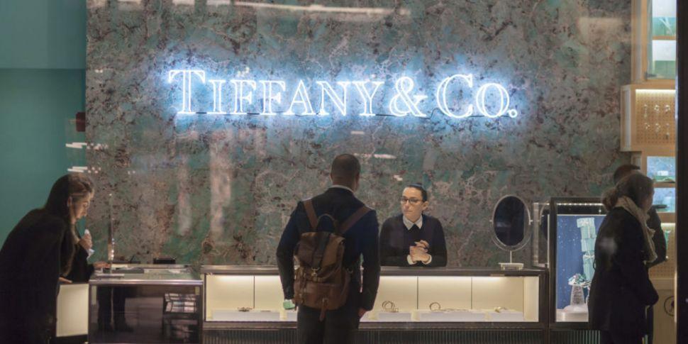 Louis Vuitton group buys Tiffa...