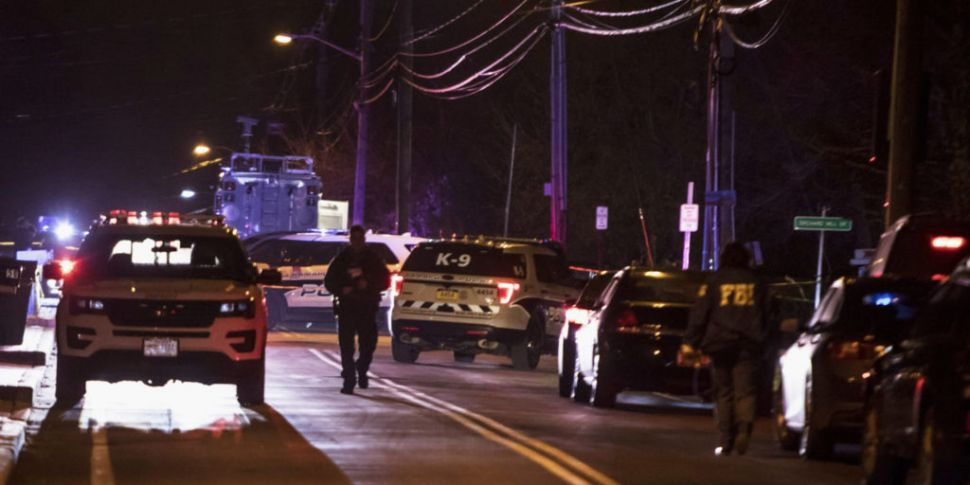 Five stabbed at rabbi's home d...