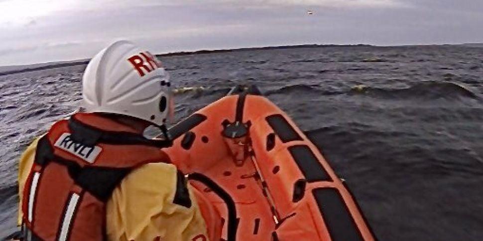 Man dies after trawler sinks o...