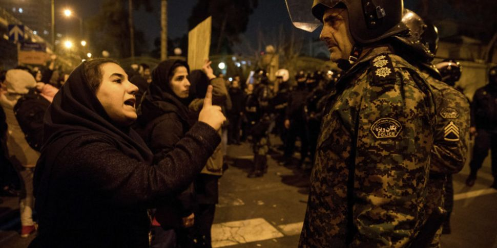 Iran protests escalate as publ...