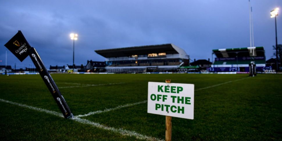 Ulster and Connacht players gi...
