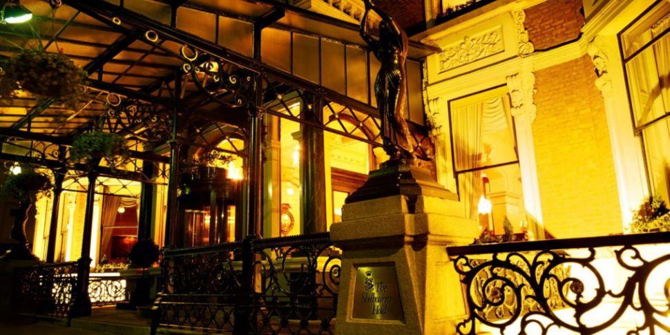 Shelbourne Hotel statues remov...