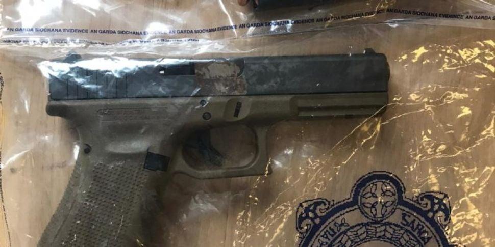 Man arrested after gun and amm...