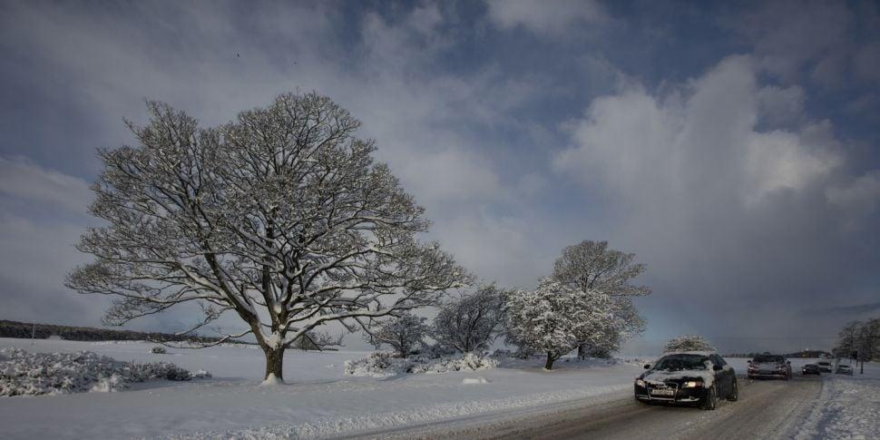 Met Éireann issues snow-ice wa...