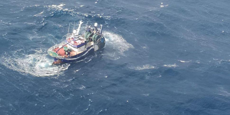 Irish Navy begins towing stric...