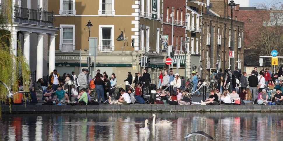 Scenes of large crowds gatheri...