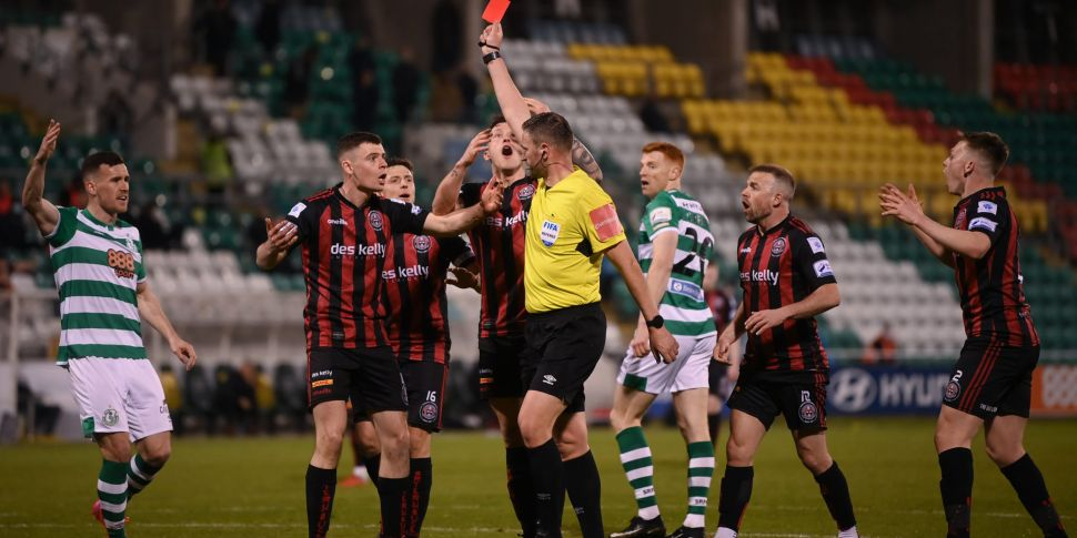 WATCH: Controversial penalty a...