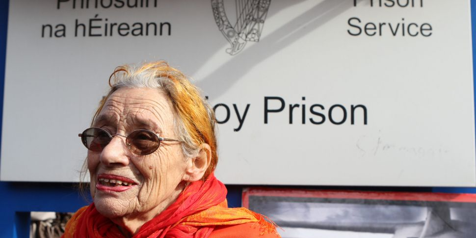 'Raging Grannies' willing to g...