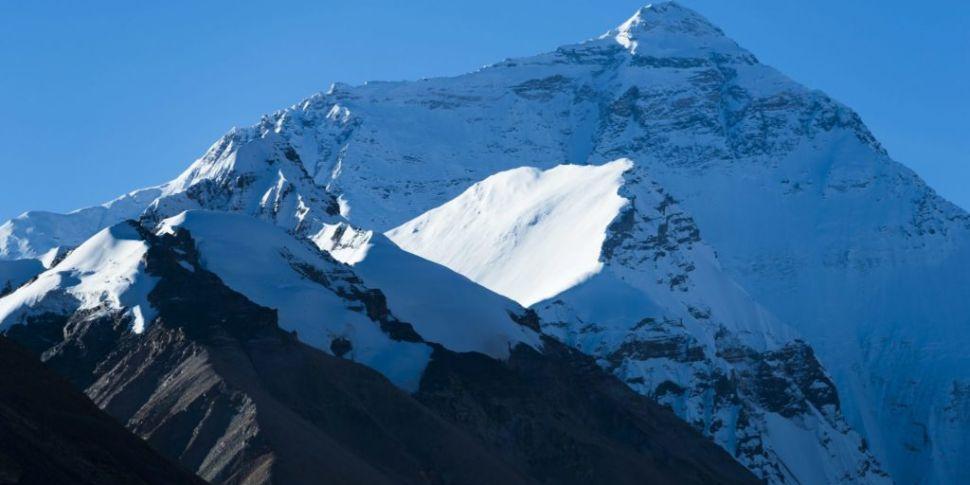 Irish climber dies on Mount Ev...