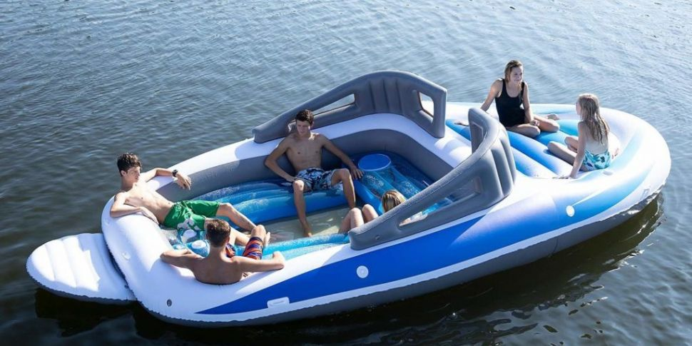 Inflatable 'speedboat' with bu...