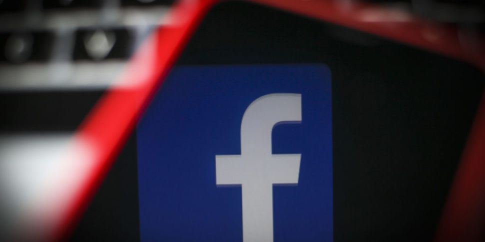 Facebook admits paying contrac...