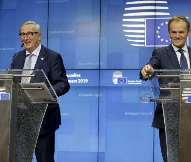 EU leaders offer UK Brexit ext...