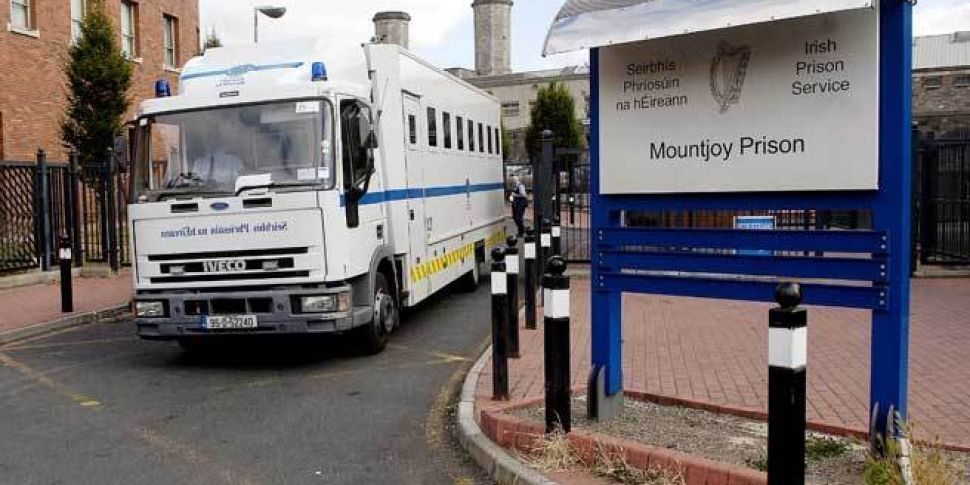 Prison officers transporting p...