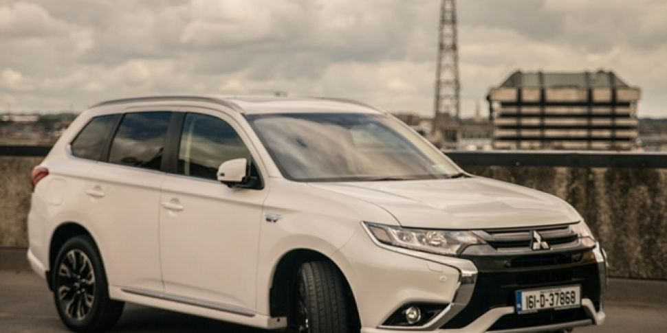 Review: The Mitsubishi Outlander is a high-tech hybrid that doesn&