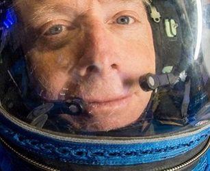 Boeing debuts new spacesuit