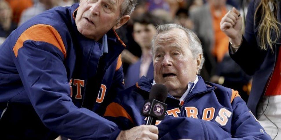 Both Bush presidents slam Trum...