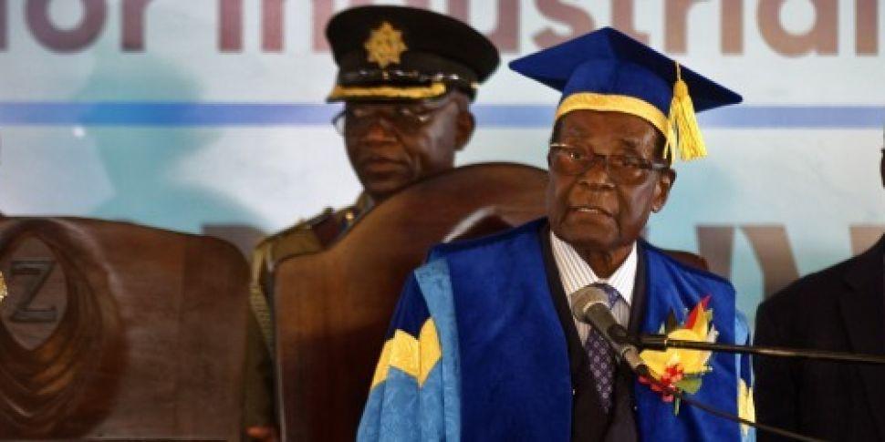 Robert Mugabe makes first publ...
