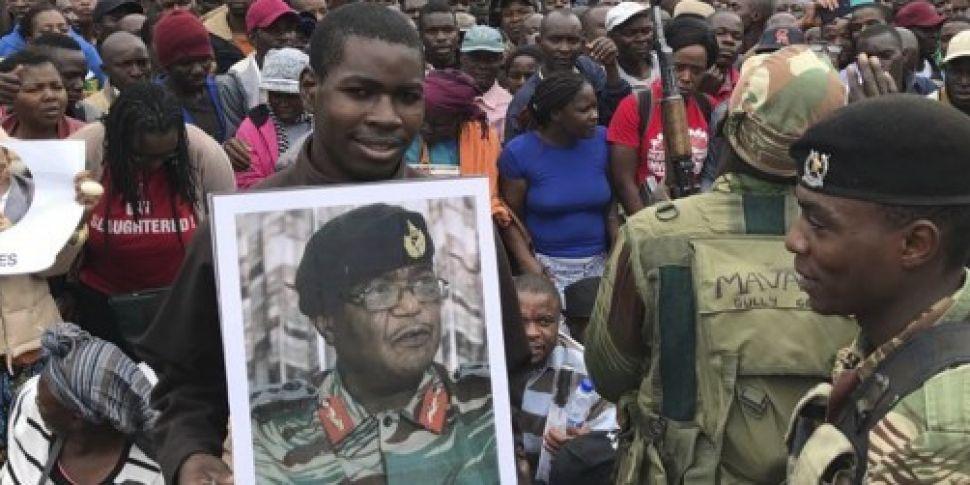 Pressure grows on Zimbabwe&#39...