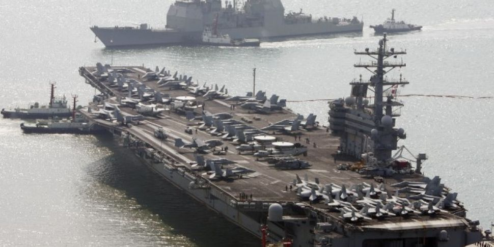 US Navy aircraft carrying 11 p...