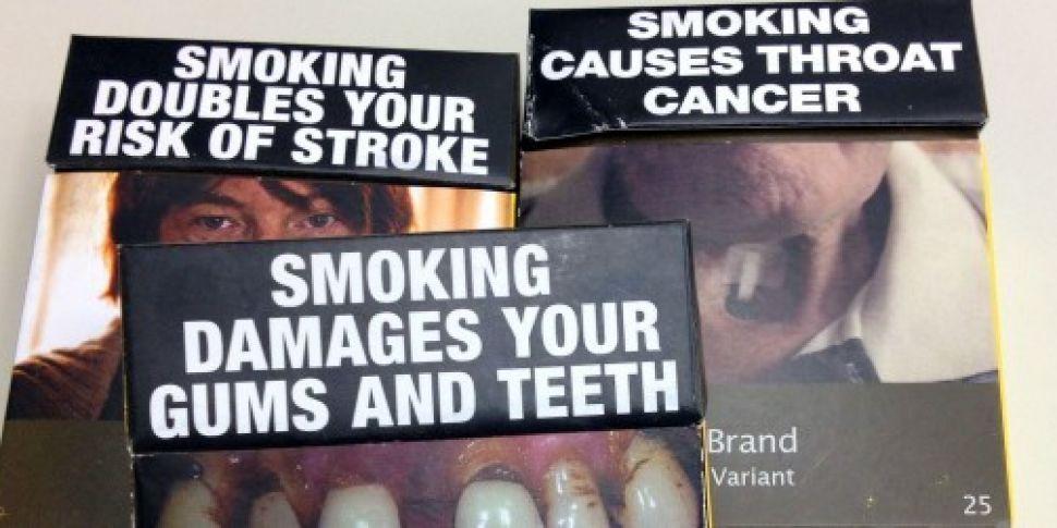 Plain cigarette packaging come...