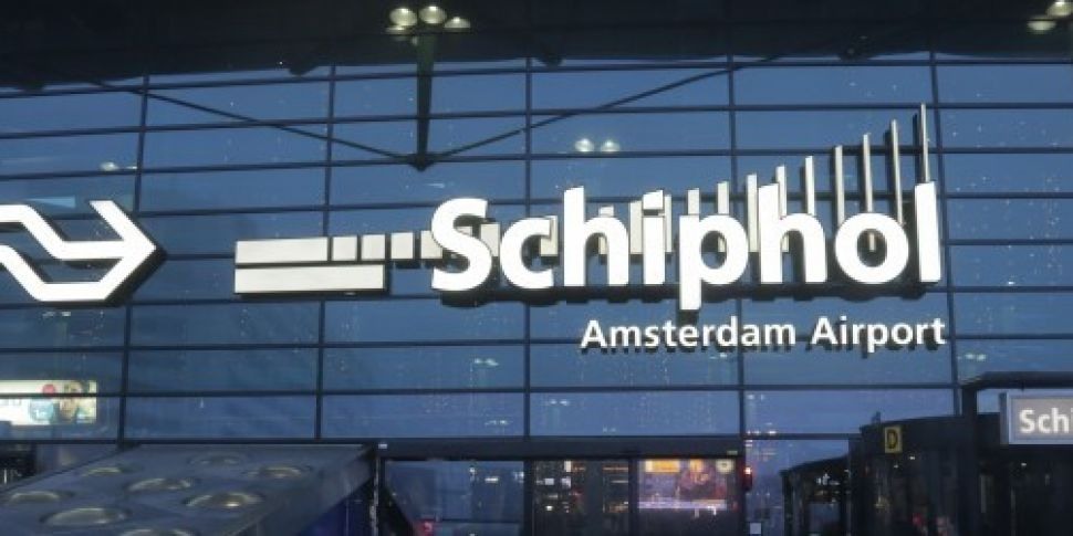 Dutch police shoot 'man wi...