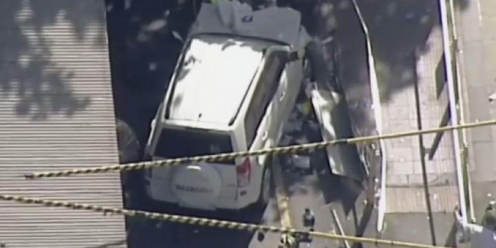 19 people injured after car hi...