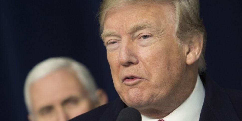 Trump labels controversial boo...