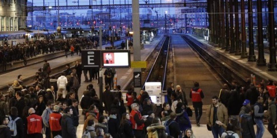 French rail workers begin majo...