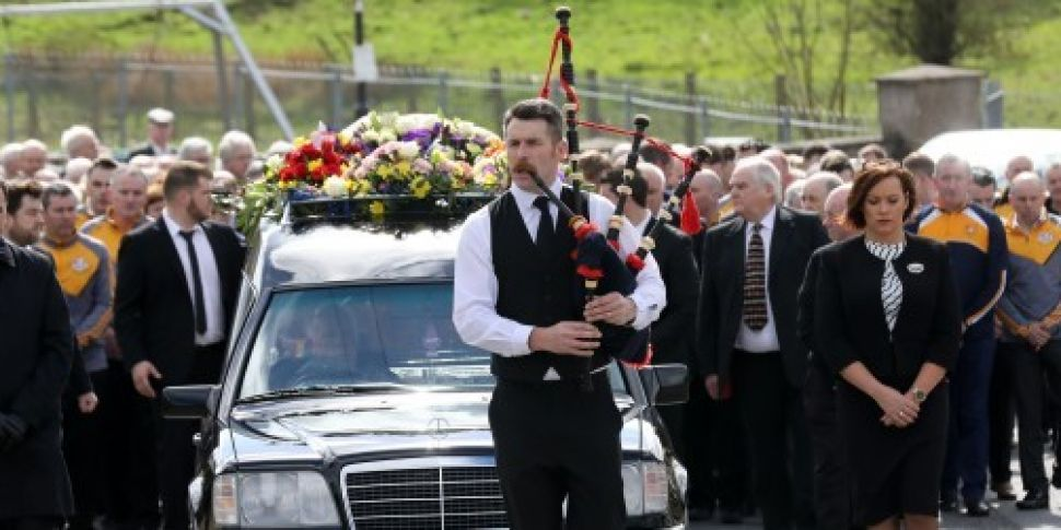 Singer Big Tom laid to rest in...