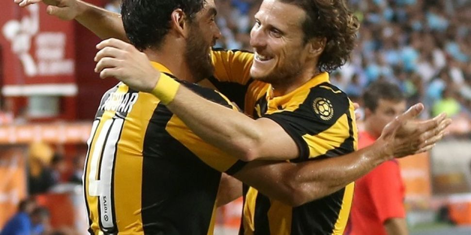 WATCH: Diego Forlán scores a p...