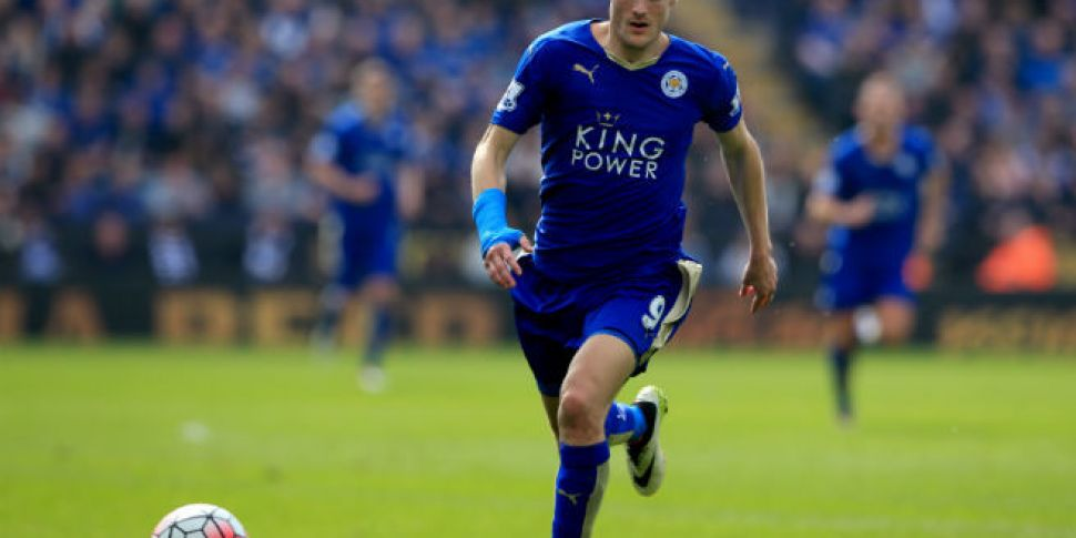 Jamie Vardy signs a new four-y...