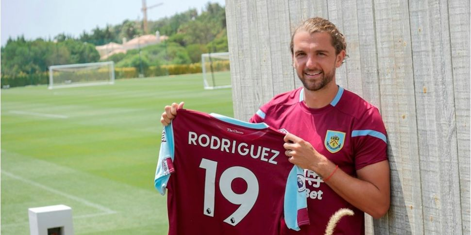 Burnley sign Jay Rodriguez fro...