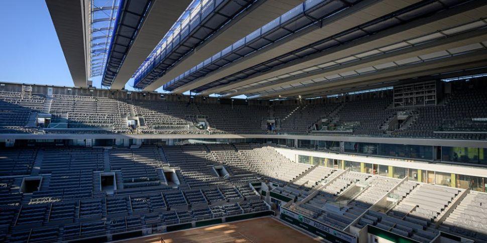 Watch: Roland Garros roof comp...