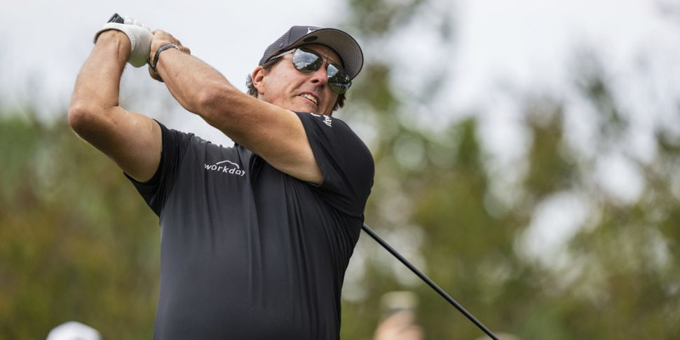 Mickelson accepts special exem...