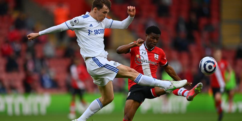 Leeds' Diego Llorente tests po...