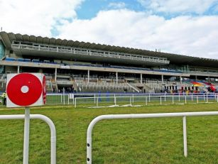 Leopardstown gets set for late...