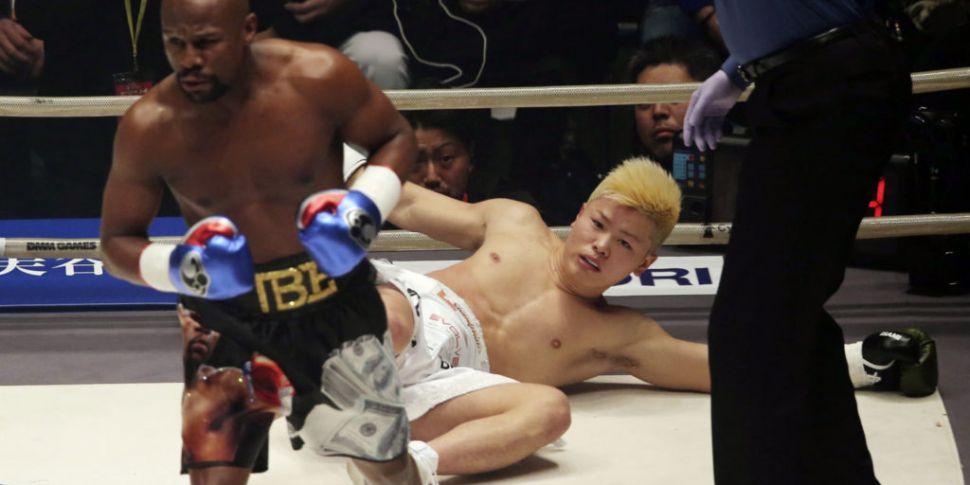 Floyd Mayweather stops Tenshin...