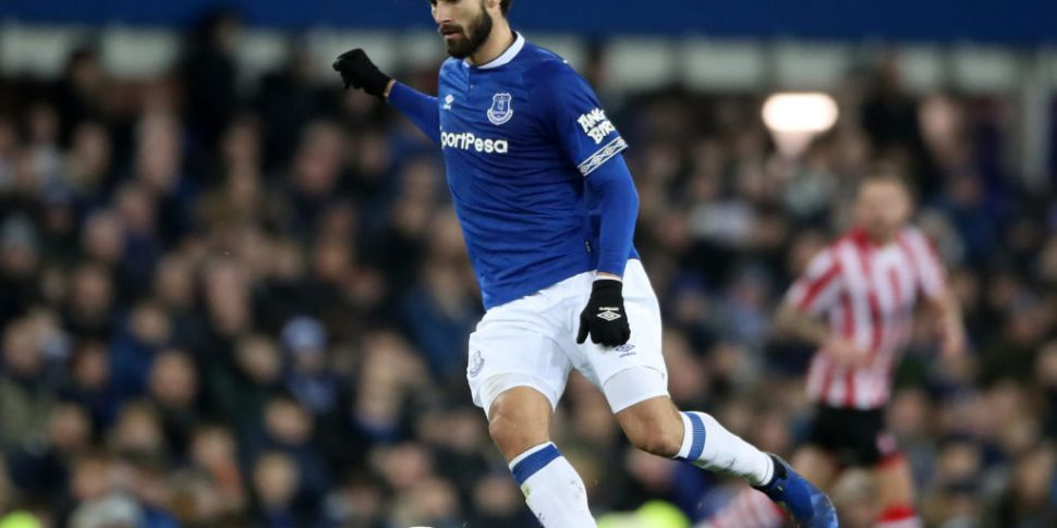 Everton sign Andre Gomes from...