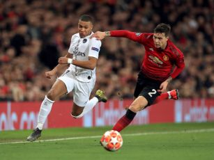 PSG stun Man United at Old Tra...