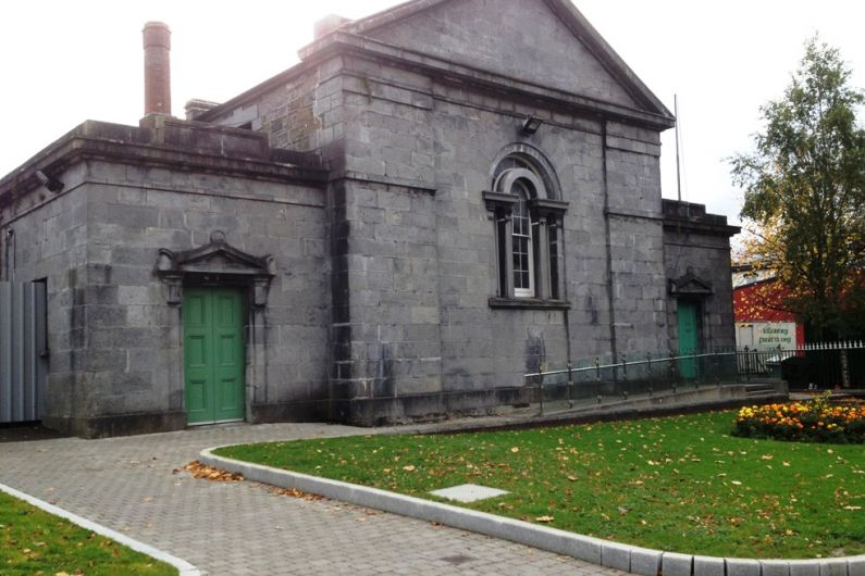Man who'd been living under an archway in Killarney pleads guilty to burglary