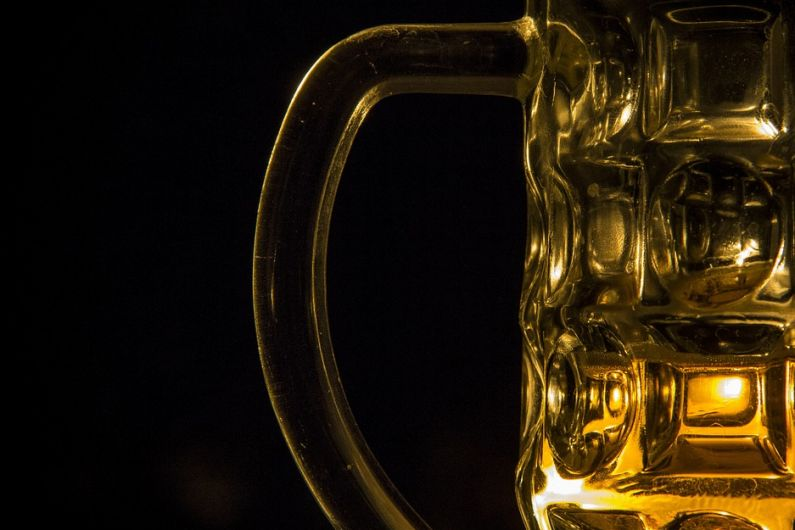 Tánaiste expects indoor pubs and restaurants to resume next month